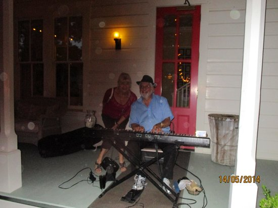 Blue Wing Saloon & Cafe: He took requests....