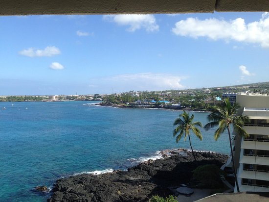 Royal Kona Resort : Day view from Alii Tower suite balcony