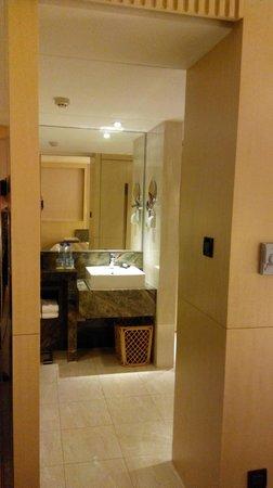 Courtyard Shanghai-Pudong: Bathroom