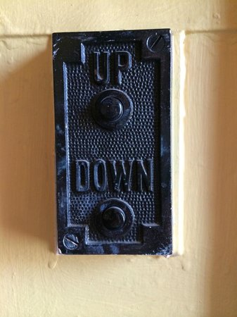 Hotel Figueroa : Old elevator control buttons