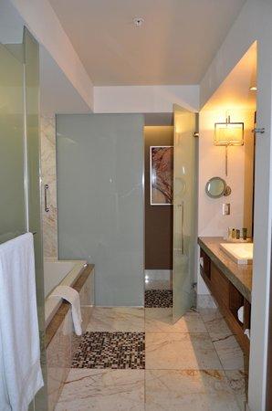 Casa de banho no quarto do hotel Hilton Windhoek-Namíbia
