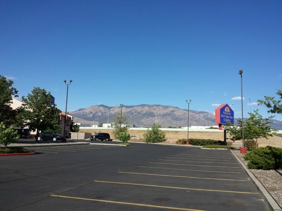 Americas Best Value Inn & Suites - North Albuquerque: mountain view