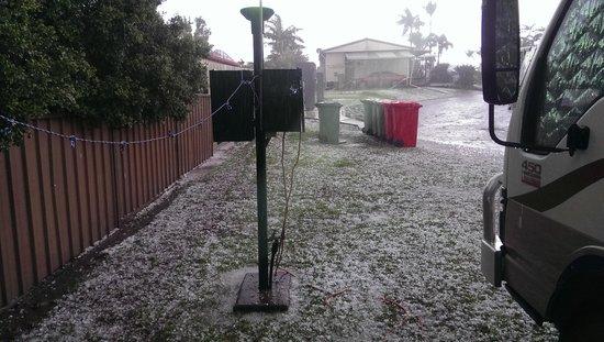 Brisbane Holiday Village : Bloody Hail
