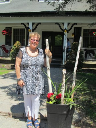 Auberge Willow: In front of the Willows Place Inn