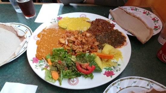Axum Cafe: Platter for two!