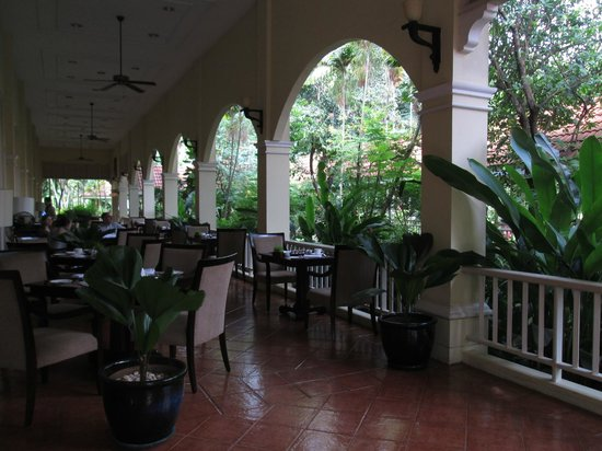 Sofitel Angkor Phokeethra Golf and Spa Resort: Outside Dining