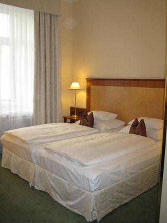 BEST WESTERN PREMIER Kaiserhof Wien: Very comfortable bed