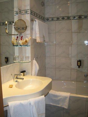 Best Western Premier Kaiserhof Wien: Bathroom