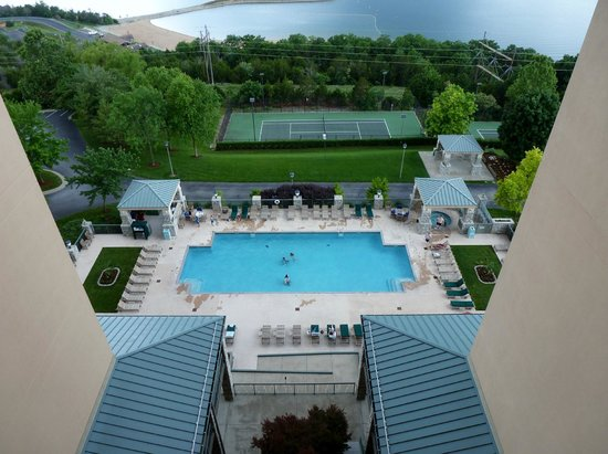 Chateau on the Lake Resort & Spa : The pool and grounds from our 9th floor balcany