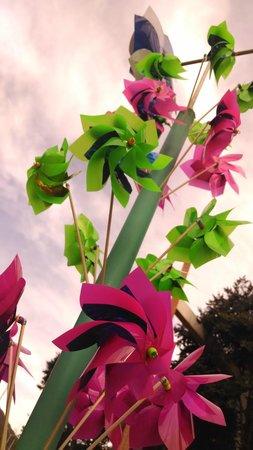 Mercado de las Pulgas de Usaquén: Molinos de viento en el mercado de Usaquén