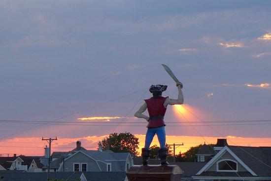 Jolly Roger Motel: sunset