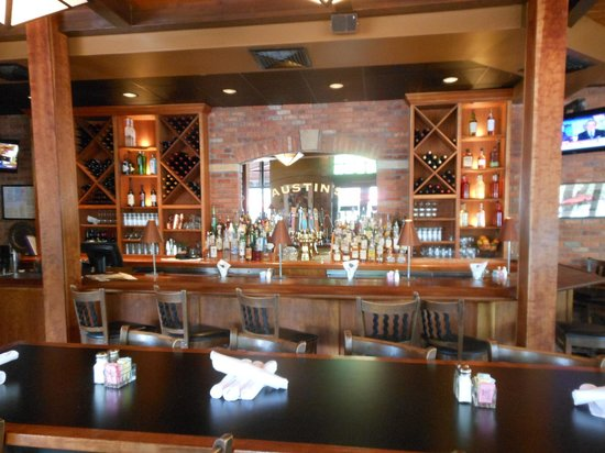 Austin's American Grill - North: Bar