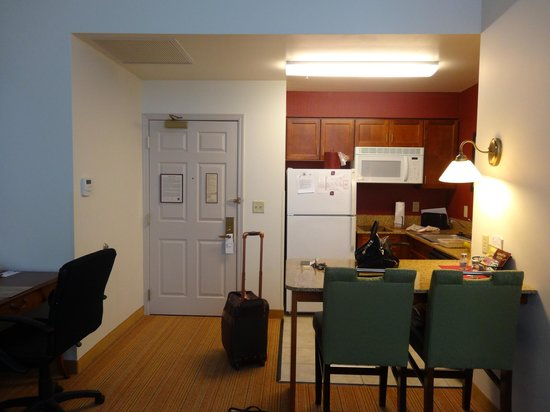 Residence Inn Milwaukee Downtown: Kitchenette