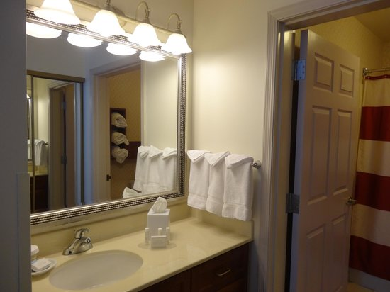Residence Inn Milwaukee Downtown: Bathroom