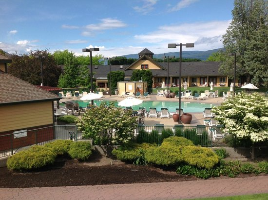 Ramada Penticton Hotel & Suites: Wonderful heated pool!