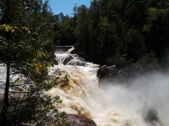 Chutes Coulonge: The Falls