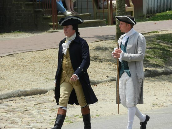 Williamsburg Colonial Tours: Gentlemen of Colonial Williamsburg coming to hear a pronouncement