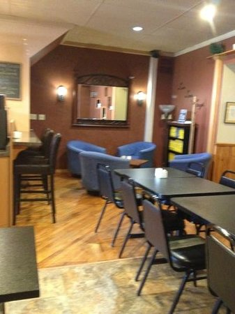 The Olde Bakery Cafe: Lounge and seating