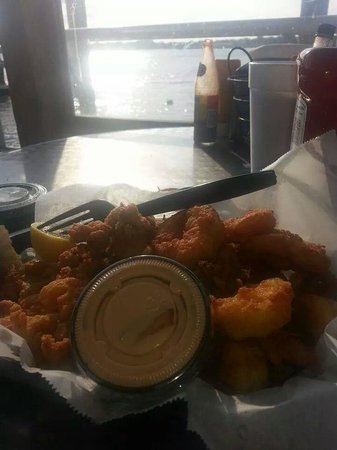 Safe Harbor Seafood Market & Restaurant: good size portions