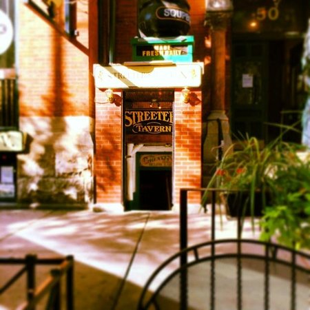 Streeter's Tavern : Front entrance at Streeter's