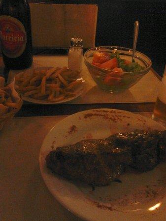 Parrilla Sur: Entrecot+fritas+salada mista+Patrícia litro