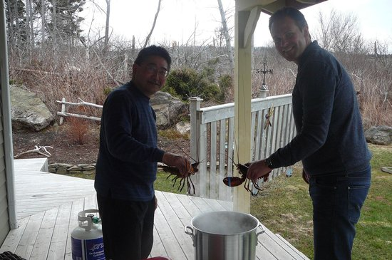 June's B&B By The Sea: Guy and Scott cooking lobster