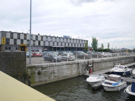 Les Gens de Mer : The hotel from the bridge