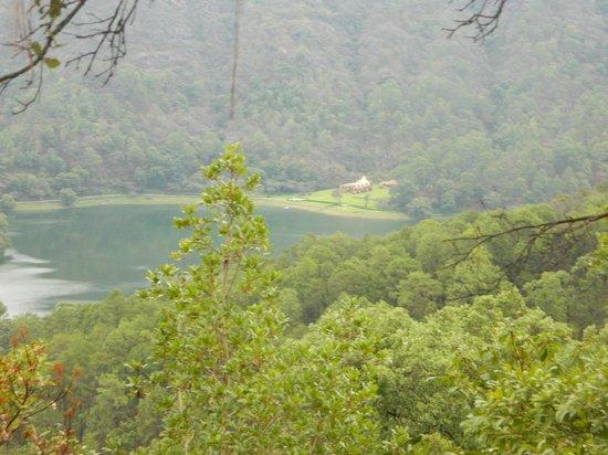 Sierra Lago Resort & Spa: Overlooking Lake on Horse Ride