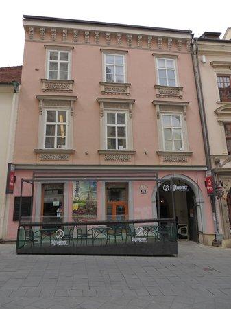 Vytopna Railway Restaurant - Starobrnenska: Fachada do restaurante.