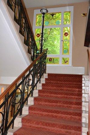 Hotel Villa Emma: Лестница в отеле