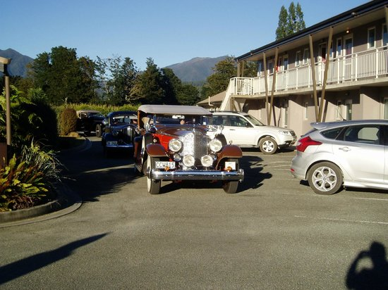 Mohua Motels: Car Rally