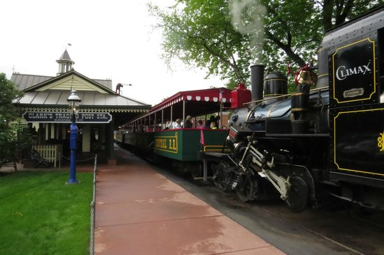 Clark's Trading Post and the White Mt. Central RR : Steam Train