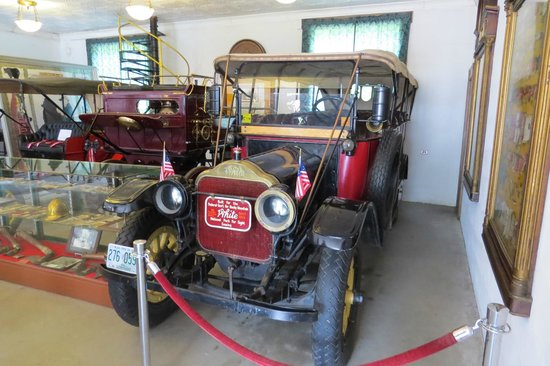 Clark's Trading Post and the White Mt. Central RR : Vintage Car