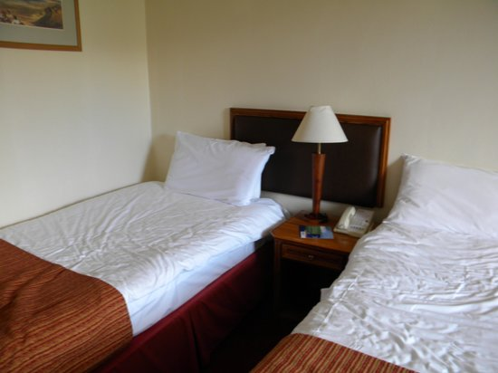 Park Inn by Radisson Shannon Airport : beds