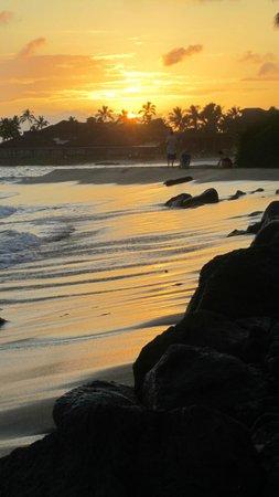 Koa Kea Hotel & Resort: Sunset in front of Koa Kea.