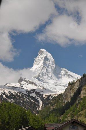 Romantik Hotel Julen : View of the Matterhorn from our balcony