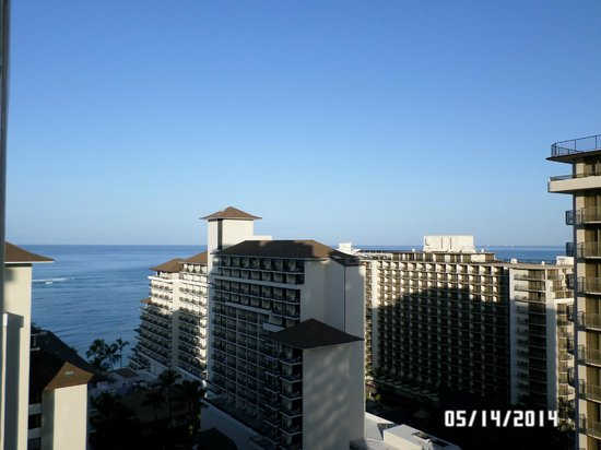 The Imperial Hawaii Resort at Waikiki: Looking out to the ocean from 27th floor/pool area, saw almost same view from 20th floor