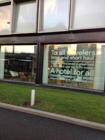 citizenM Schiphol Airport: entrance