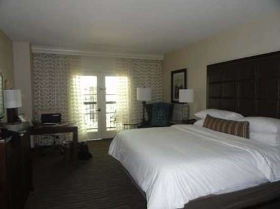 Gaylord Texan Resort & Convention Center: Spacious, clean room.