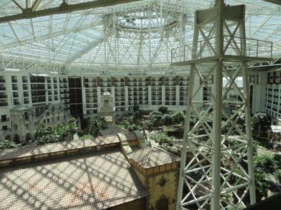 Gaylord Texan Resort & Convention Center: Many rooms face inwards to the domed atrium.