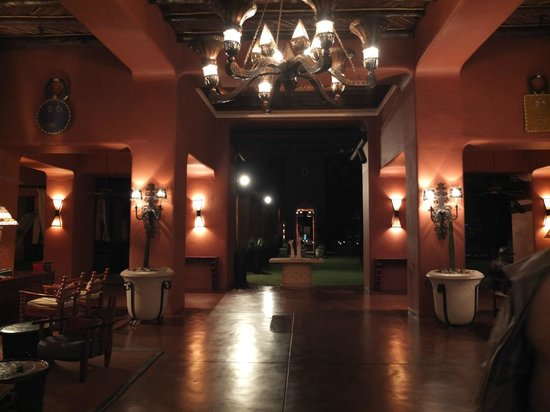 AVANI Victoria Falls Resort: Entrance lobby