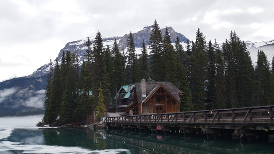 Emerald Lake Lodge: This is not the lodge. It is just an empty room