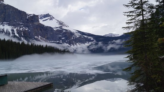 Emerald Lake Lodge: End of May, dont expect to see the lake