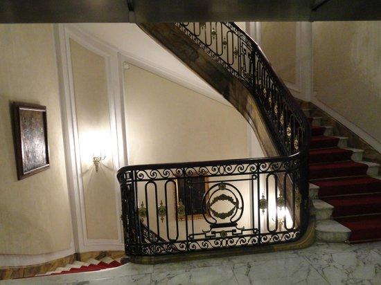 Marseille des Anges Hotel : Escasas entre andares.