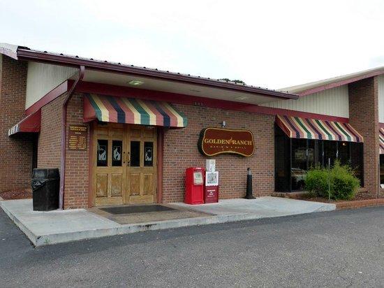 Golden Ranch BBQ & GRILL : Entrance