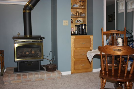 Blue Suite has a fireplace and coffee maker, kitchenette - Picture ...