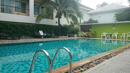 Sakorn Residence & Hotel: Swimming Pool of hotel