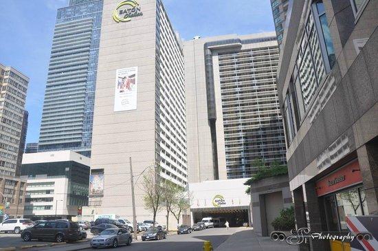 Chelsea Hotel, Toronto : Eastward View walking down Walton Street