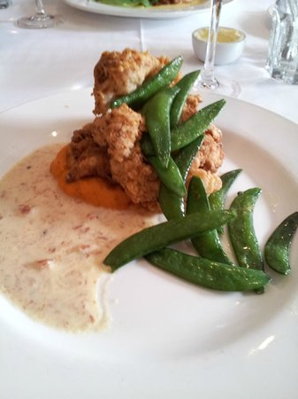 Nola Restaurant: Buttermilk fried chicken with sweet potato and ham gravy