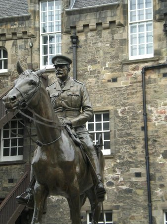National War Museum of Scotland: Statue in front of the museum